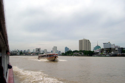 Travelling the Chao Phraya River through Bangkok
