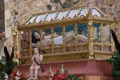 """""""Urna para el Cristo Yacente"""""""
