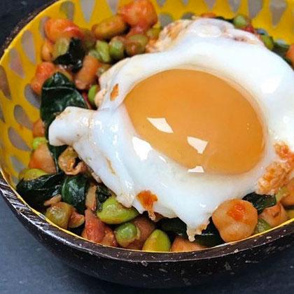 Protein Eiweiß Bohnensalat Kichererbsen Spinat Ei Rezept Hauptspeise