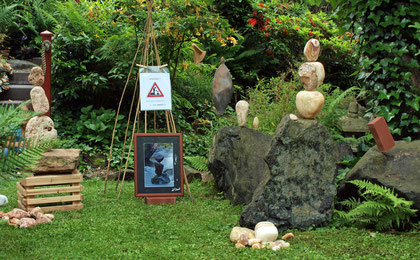 """Steinbalance bei """"Kunst in der Stadt"""" in Haiger"""