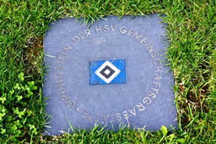 Grundstein der HSV-Gemeinschaftsgrabstätte, Individuelle Grabstele, HSV-Grabfeld, Friedhof Altona, Hamburg