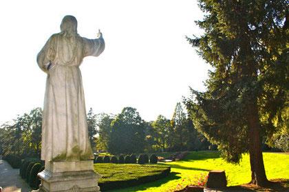 Christusstatue auf dem Althamburgischen Gedächtnisfriedhof, Parkfriedhof Ohlsdorf, Hamburg