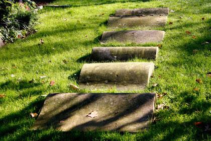 Symbol der Schwelle, Parkfriedhof Ohlsdorf, Hamburg