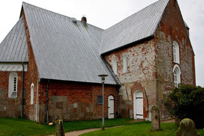 Seitenblick auf St. Laurentii, Friedhof Süderende auf Föhr