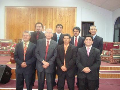 Grupo de Diáconos junto a nuestro amado Pastor Samuel Reyes Castro.