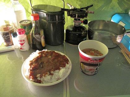16:59 レトルトカレーと豚汁を戴く