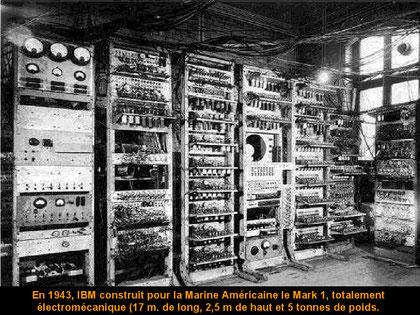 1943, IBM baute für die Amerikanische Mariene den Mark1. Komplet electromechanich. (17m lang, 2,5m hoch und hatte ein Gewicht von 5 Tonnen
