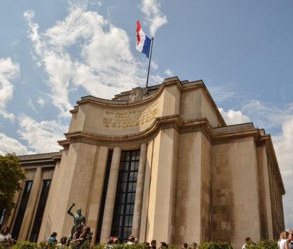 Palais Chaillot (gegenüber liegt der Tour Eiffel) Gebaut für die Weltausstellung 1937