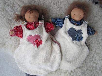 """Anna und Jamie durften """"modeln"""" und die kuscheligen Schlafsäcke samt Pyjamas ausprobieren..."""