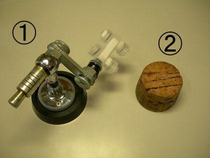 顕微鏡で観察する時に使う道具 ①オリジナル検鏡台、②コルク台(台紙に針を刺すときにもつかう)