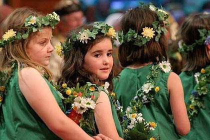 Flower girls / courtesy Photolibrary Wales