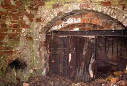 1999 г. руины флигеля (внутренняя сторона)