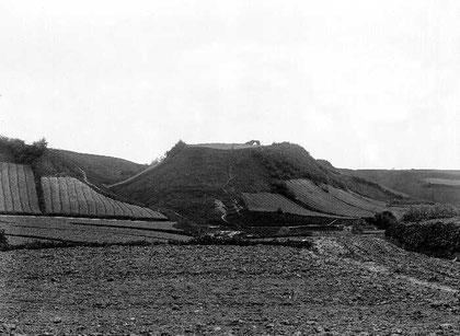 площадка замка Кройцбург 1900 г. с остатками стен. Вид с севера.