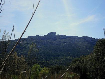 le chateau de peyrepertuse, vu depuis les gites les casots à rouffiac des corbières