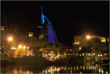 Souk Madinat mit Burj Al Arab
