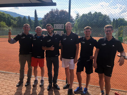 Team Querschläger sogar mit eigenem Mannschaftsdress - MF Thomas, Herpi, Non-Playing Captain Patrick, Gerd, Florian und Roland (v.l.n.r. / nicht im Bild Daniele)