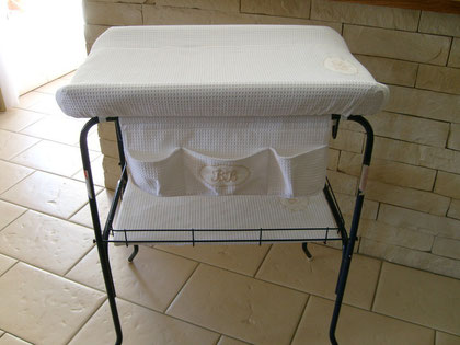 table à langer r'habillée d'éponge nid d'abeille pour le petit Mathéo