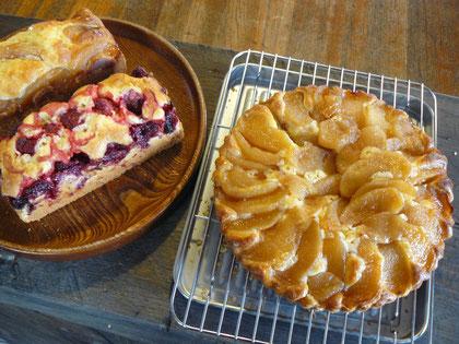 リンゴと冷凍苺のケーキ