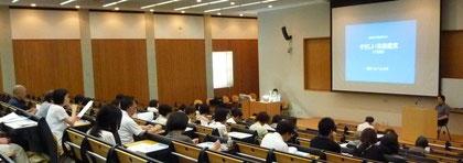 東北公益文科大学の大教室にて(7月8日)