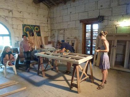 Mas de Granier, fabrication des nouvelles portes et fenêtres