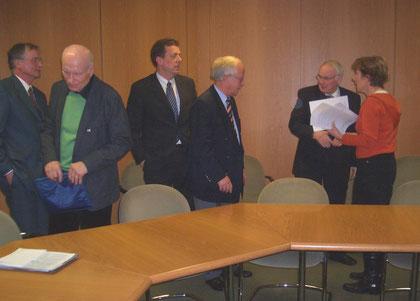 Dr. Jochen Witt (BI Bützfleth), Werner Klein (BI-AL), Helmut Dammann-Tamke (MdL-CDU), Volker von Stamm (BI-Hasel), Umweltminister Sander, Ingrid Meyer-Schmeling (BI-AL) v.l.n.r.