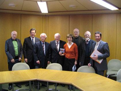 Werner Klein (BI-AL), Helmut Dammann-Tamke (MdL-CDU), Volker von Stamm (BI-Hasel), Umweltminister Sander, Ingrid Meyer-Schmeling (BI-AL), Manfred Kleine-Tebbe (BI-AL), Niels-Peter Rühl (BI-Hasel), Kai Seefried (MdL-CDU) (v.l.n.r.)