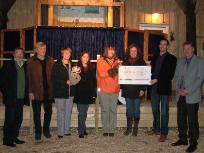 Spendenübergabe im Emder Buschhaus: 600 Euro für die Herzkinder
