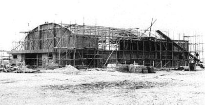 工事中の体育館