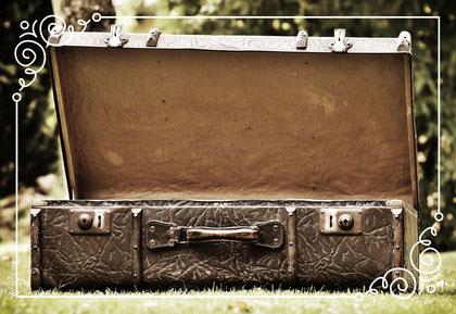 Ich komme mit einem (Theater) Koffer voll neuen, spannenden Spielen und Impulsen.