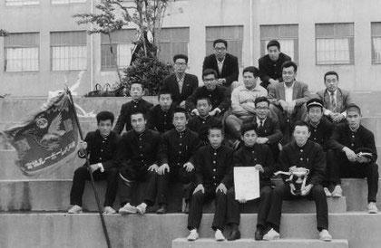 神戸バレーボール高等学校男子選手権大会優勝(兵庫高校校庭にて)