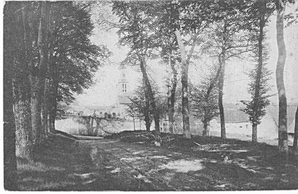 L'Eglise Saint-Sylvestre vue depuis l'avenue du Thèvre