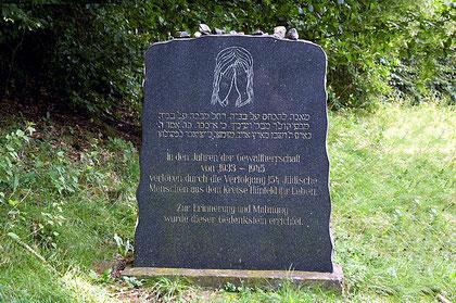 In den 1960er Jahren von überlebenden Juden errichteter Gedenkstein auf dem jüdischen Friedhof in Burghaun