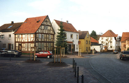 """Früheres Haus """"Daniels"""" (Fachwerkhaus) im Jahr 1994 vor dem Abriss"""