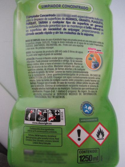 Etiqueta en producto para fregar el suelo. AprendEmergencias