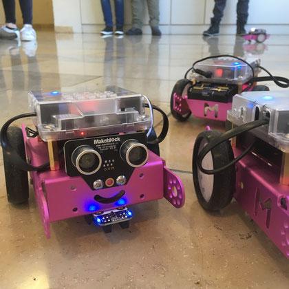Neu im Verleih: Der MBot. Das ist ein mobiler Roboter, der im Bildungsbereich bereits anerkannt ist. Tolles Design, einfach aufzubauen, programmierbar mit Scratch und Arduino, ein Must-Have!