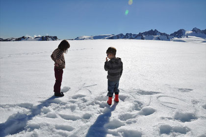 """Emily und Domi im Schnee: """"Gletscher-Trip zum Franz Josef Glacier""""...."""