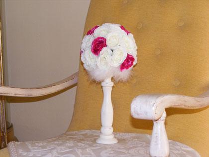 BO050 - Bomboniera e-o segnaposto Shabby chic con rose di tessuto € 28,00