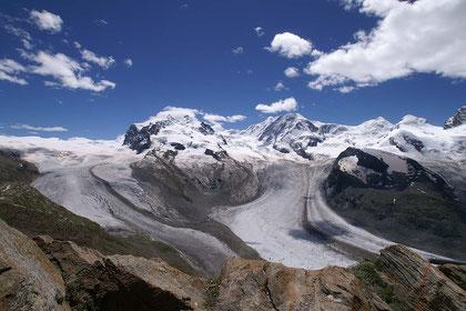 MonteRosa-Massiv mit der Dufour-Spitze (mit 4'634 MüM der höchste Punkt der Schweiz); vom Gornergrat aus gesehen.