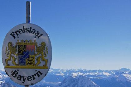 Garmisch Partenkirchen  -  die sympatische, wirklich Bayrische Gemeinde beheimatet den höchsten Punkt Deutschlands, die Zugspitze. Dummerweise nicht ganz 4000 Meter hoch ...