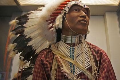 Kriegsausrüstung der Indianer (nicht im Bild ist das Gewehr)
