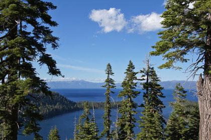 Lake Tahoe - EmeraldBay (Der See hat ca. 120 km Umfang, ist bis zu 500 Meter tief und im Sommer maximal 20 Grad warm)