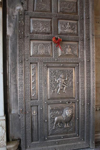 silberne Tür im Tempel