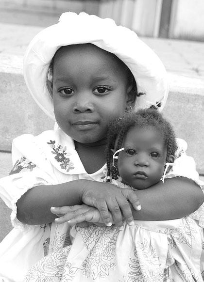 Mädchen mit meiner Puppe