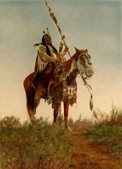 Guerrier Crows, Les Crows, également appelés Corbeaux, Absaroka ou Absáalooke, sont une tribu amérindienne qui vivait historiquement dans la vallée du fleuve Yellowstone