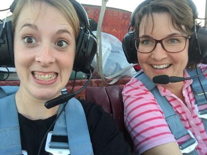 Sabine (rechts) und Tanja, am Himmel zuhause
