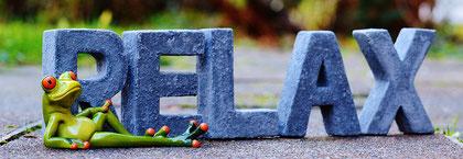 """Buchstaben """"RELAX"""" mit Frosch"""