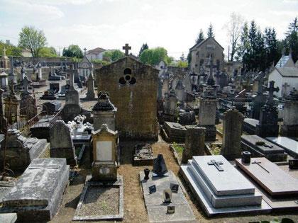 Der private Friedhof von Briey gleich nebenan