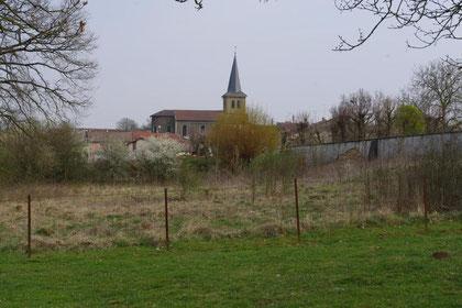 Blick auf die Kirche von Merles