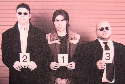 Brandstifter, 2005 (v.l. Patrick Beyeler: Bass+Gitarre / Stefan Friedli: Gesang+Piano+Gitarre+Programmierung / Daniel Friedli: Schlagzeug+Gesang)