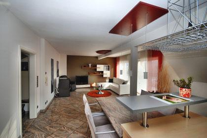 großzügiges offenes Wohnen - Blick von der Küche in den Wohnbereich